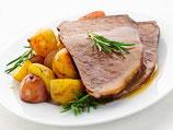 Sauerbraten mit Kartoffeln und Salat