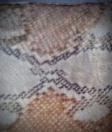 Raschelkissen Schlangenmuster beige, grau, hellbraun, Kuschelfleece, Rückseite rot, Fleece, ca. 100x70 cm