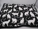 Raschelkissen, weiße Katzen auf schwarz, Rückseite schwarz ca 62x45 cm