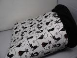 Kuschelsack,  schwarze Yoga-Katzen auf weißem Untergrund, Innenseite Fleece, schwarz