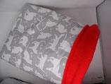 Kuschelsack  weiße Katzen auf grau, Innenseite Fleece rot