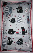 Raschelkissen, RK007 Fat Cats, Rückseite  kirschrot ca 66x40 cm