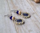 Zwirnknopf-Ohrringe gelb-dunkelblau-weiß mit Glasperlen