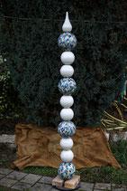 Kugelstele aus Keramik handbemalte Kugeln mit bläulich türkisem Blätterdekor in Kombination mit weissen Elementen