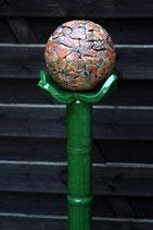 Keramik Stele grüner Stiel mit orange-rötlicher Beere