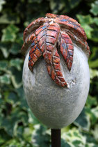 Keramikobjekt für Stab Eiform helle Grundglasur orange abgetönte Blätter