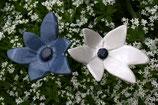 2er Ensemble kleine Keramikblumen blau und weiß