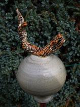 Beige Rosenkugel aus Keramik mit kleinem Ästchen