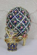 """Яйцо пасхальное  """"Решетка с розами"""" с корзинкой"""