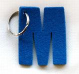 Obesek za ključe v obliki črke M