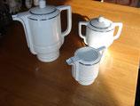 Service à café en porcelaine à filets argent vers 1940 duit