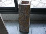Gros vase en marbre massif carotté au milieu