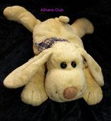 Althans Club Kuscheltier Hund liegend mit Halstuch