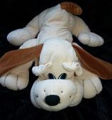 alter Hund aus Nicki liegend beige
