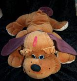 alter Hund aus Nicki liegend dunkelbraun