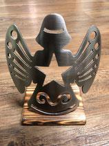 Engel gebürstet auf Holz