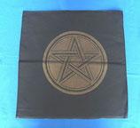 Schwarzes Altartuch mit goldenem Pentagramm