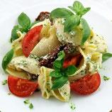 Muschelnudelslat mit Ricotta, Basilikum und geschmolzenen Tomaten