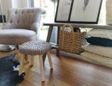 Holzhocker mit Strick-Sitz