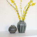 Vase grau mit Muster
