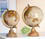 Globus auf Holzfuß