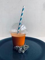 Frisch gepresster Karotten-Apfel-Ingwer-Saft (Bio)