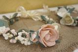 Couronne de fleurs -Cérémonie- . Rose poudré et ivoire.
