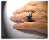 Fingerring mit Kristallen