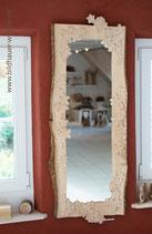 Spiegel mit Blumenmuster