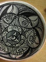 9.4 Cuenco decorado al  manganeso (negro violáceo) sobre vidriado miel