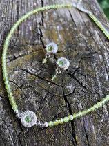 Ohrstecker mit filigraner Silberblüte und Stein in Wunschfarbe