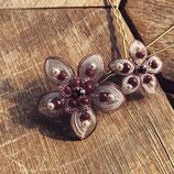 Haarnadel-Set bestehen aus 1 großer und 1 kleiner Blüte