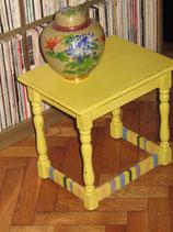 Mini table jaune citron