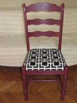 Chaise  en chêne classique totalement relokée bordeaux, assise mousse noir & blanc