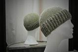 Mütze in Gelb/Grün/Blautönen mit einem Silberfaden im Bündchen
