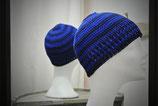Mütze aus Garn in Blautönen