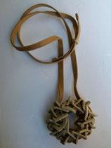 Collier Nid en grès couleur sable.