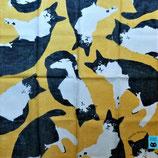 Petit foulard jaune, chat noir et blanc