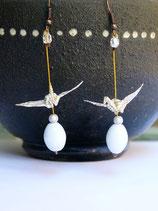 Boucles d'oreilles Grues en origami blanches et dorées.