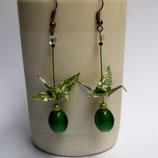 Boucles d'oreilles Grues en origami vertes et dorées.