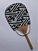 Eventail motif géométrique traditionnel indigo 1