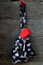 Sac asymétrique géométrique argent, noir et rouge, poche intérieure.