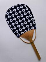 Eventail motif géométrique traditionnel indigo 2