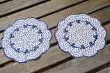 Deckchen klein rund blau weiß Blumen Schleifen