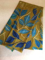 Echarpe laine motif feuilles kaki
