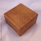 B008 - Scatola in legno scolpito