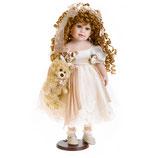 Porzellan-Puppe, creme Kleid & Teddy, 55 cm, Holzständer
