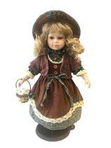 Porzellan-Puppe, Hut & Blumenkorb 42 cm, Holzständer