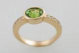 Gelbgold Ring Peridot  mit Brillantschiene