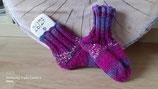 Selbstgestrickte Socken in Größe 26/27